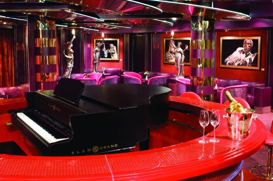 MS Noordam - Holland America Line - The Piano Bar na lodi a černé koncertní křídlo