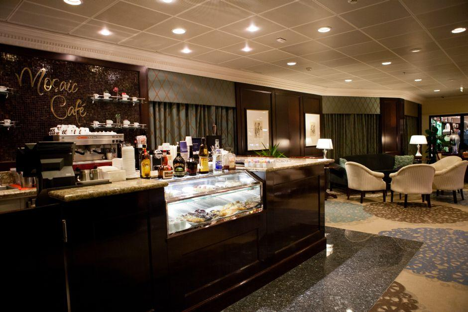 Azamara Journey - Azamara Club Cruises - Mosaic cafe na lodi