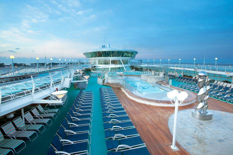 Enchantment of the Seas - Royal Caribbean International - bazén na horní palubě