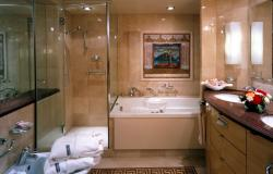 Voyager of the Seas - Royal Caribbean International - suite kajuta s WC/koupelna s vanou