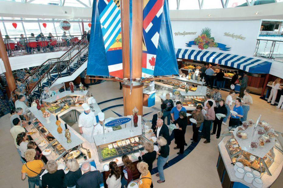 Majesty of the Seas - Royal Caribbean International - Windjammer buffet na lodi